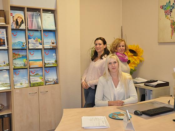 Büro Hannover vlnr: Eleni Savvidis, Susanne Pawelzik und sitzend Marijke Ritzenhoff