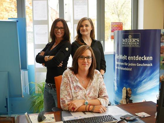 Büro Langenhagen vlnr: Anatoli Ritter,Elif Samast, sitzend Despina Chatzi.